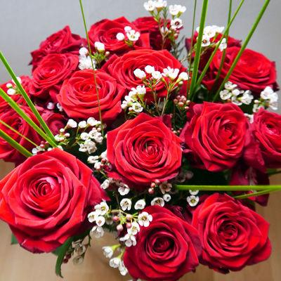 Blumenstrauss Strauss Mit 15 Roten Edelrosen Von Duftgemuse Auf Blumen De