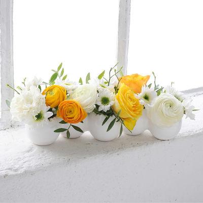 blumenstrau tischvase eierlei mit schnittblumen von auf. Black Bedroom Furniture Sets. Home Design Ideas